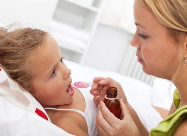 Trẻ ho có đờm, sổ mũi uống thuốc gì?