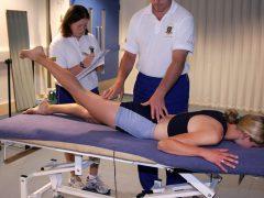 tập phục hồi chức năng khớp gối sau mổ