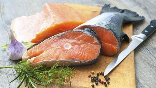 Đau lưng nên ăn cá