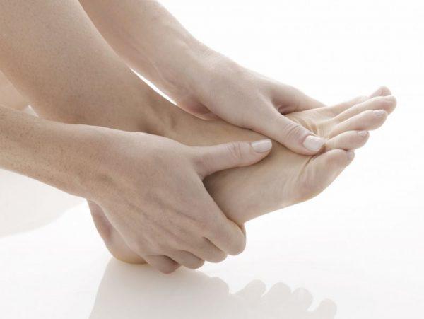 Nguyên nhân gây ra triệu chứng đau ngón chân giữa
