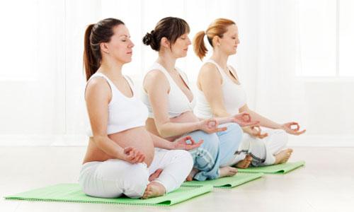 Cách làm giảm đau lưng 3 tháng đầu mang thai cho bà bầu