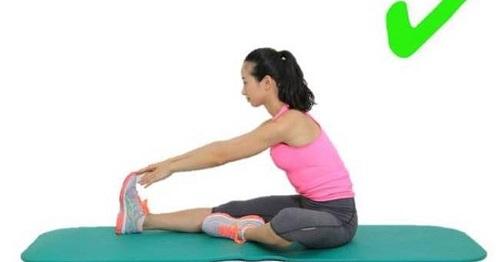 bài tập chữa đau khớp gối kéo giãn đùi