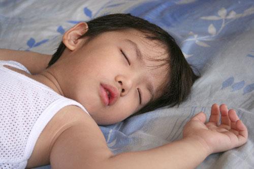 Cách trị đổ mồ hôi đầu ở trẻ em