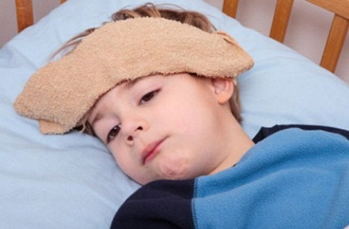 Triệu chứng sốt virus ở trẻ