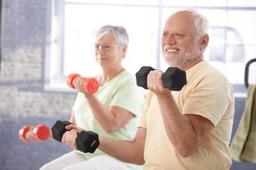 Tập luyện thể dục thể thao cũng rất quan trọng trong điều trị loãng xương