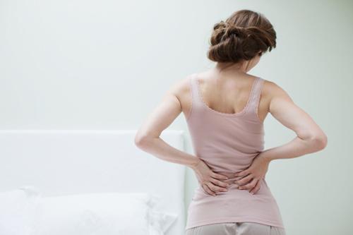 đau lưng sau khi sinh mổ