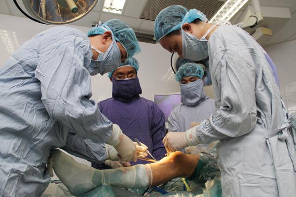 Điều trị đứt dây chằng chéo trước bằng phẫu thuật