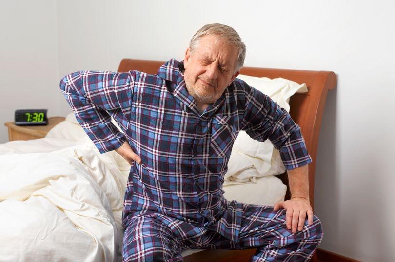 Tuổi già và sự lão hóa của cơ thể là một trong những nguyên nhân gây bệnh