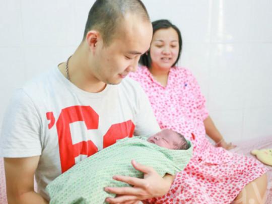 Chồng được hưởng trợ cấp bao nhiêu khi vợ sinh con?